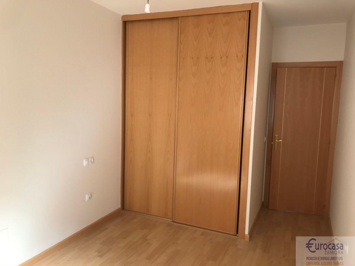 For sale of flat in Morales del Vino