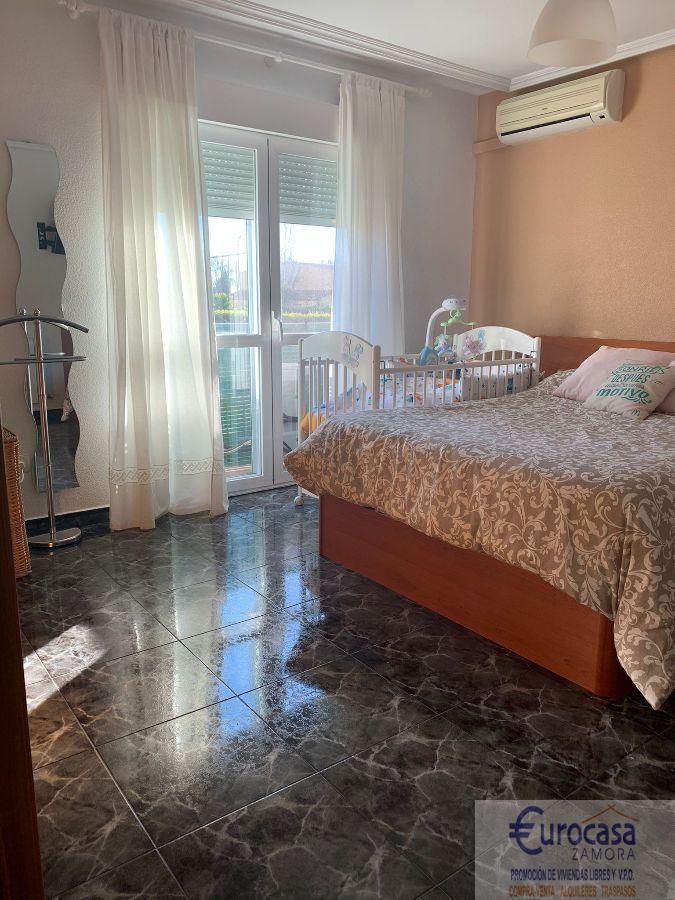 For sale of chalet in Moraleja del Vino