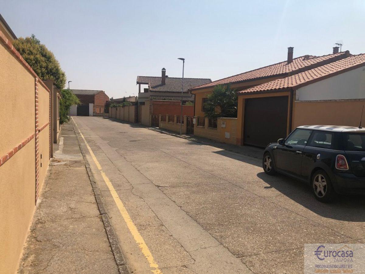 For sale of land in Moraleja del Vino