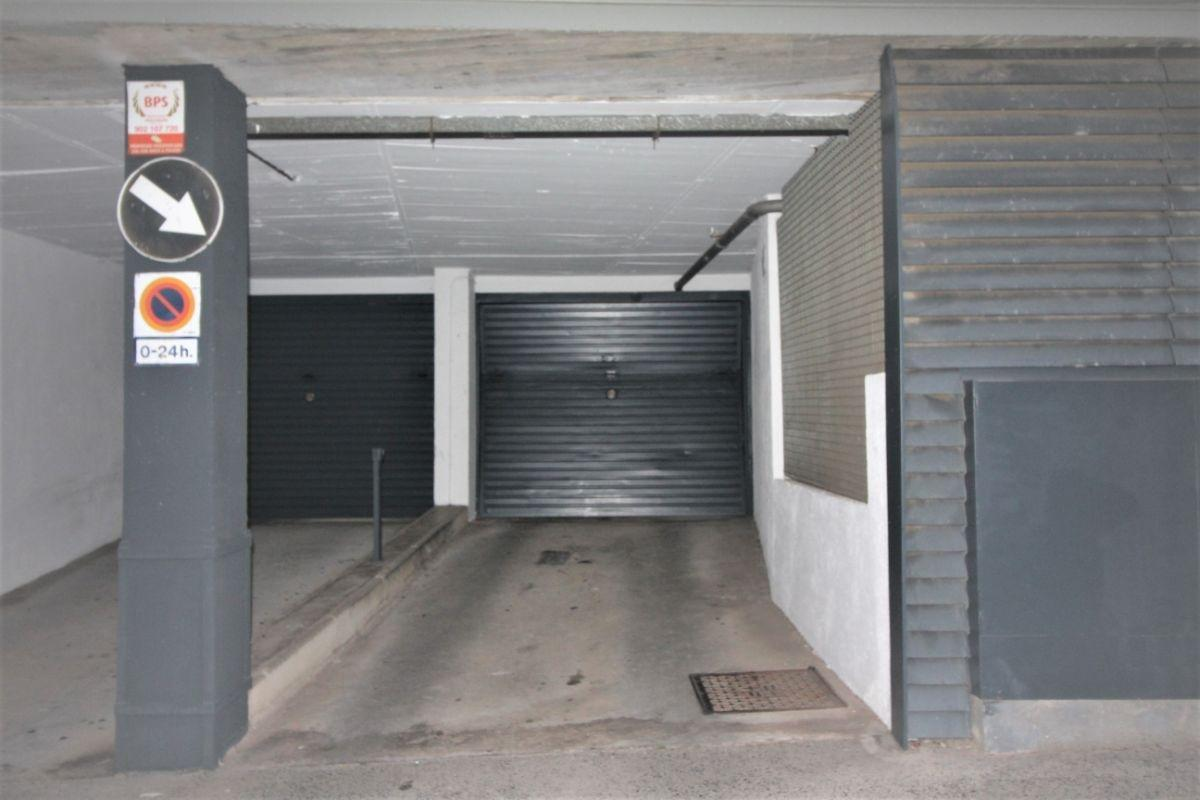 For sale of garage in Barcelona