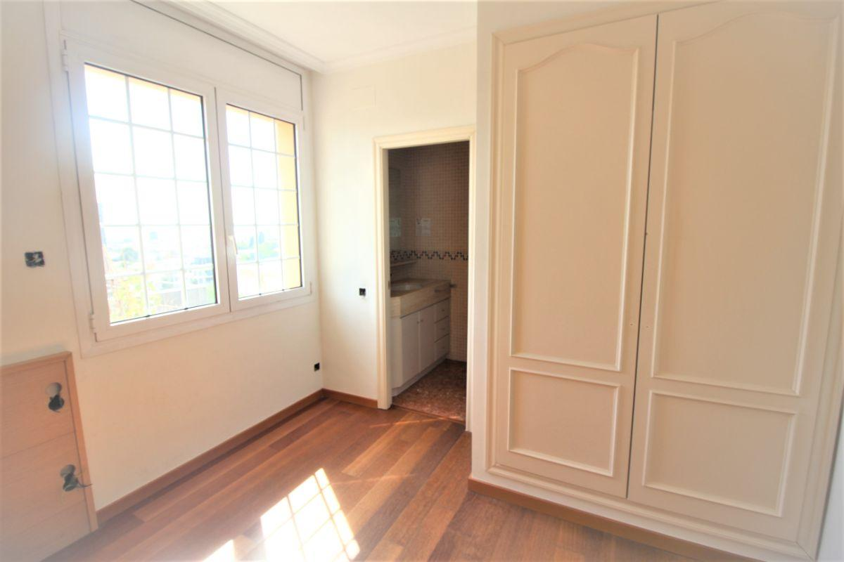 For sale of house in Barcelona