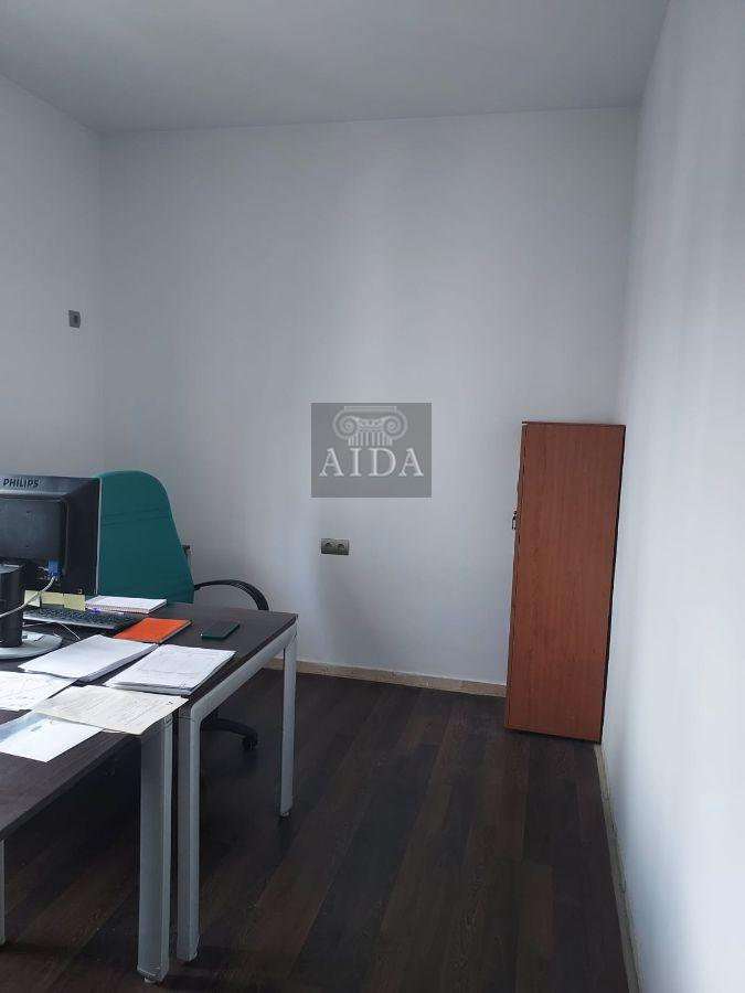 For sale of office in Estepona