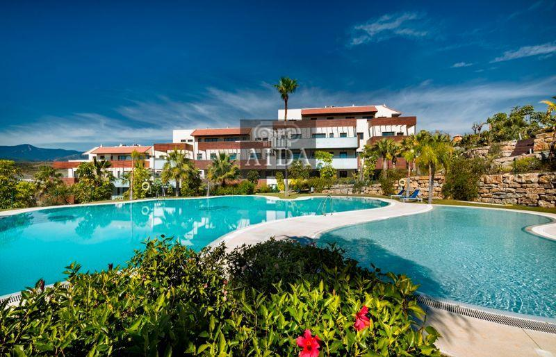 For sale of penthouse in Estepona