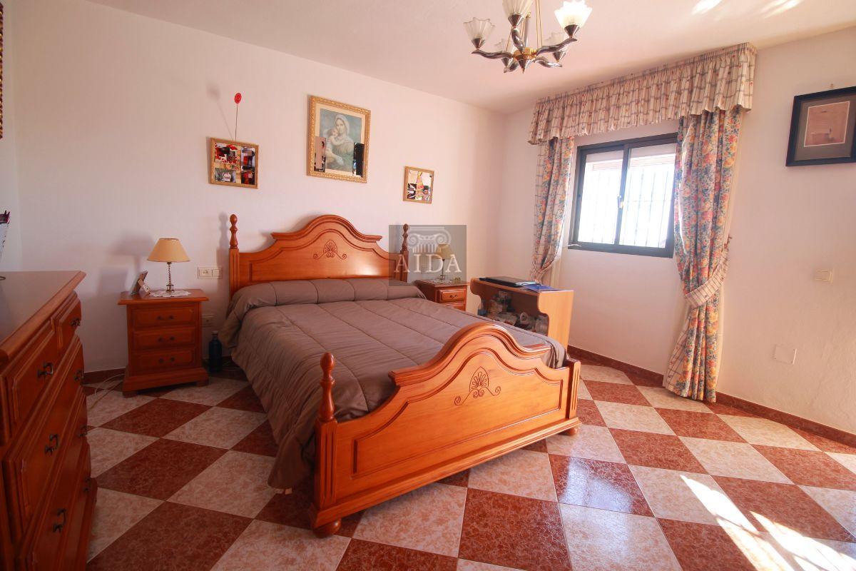 For sale of chalet in Estepona