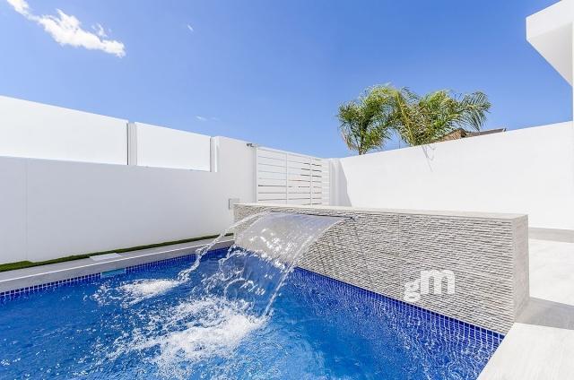 For sale of villa in Los Montesinos