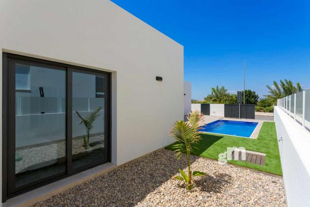 For sale of chalet in Daya Nueva