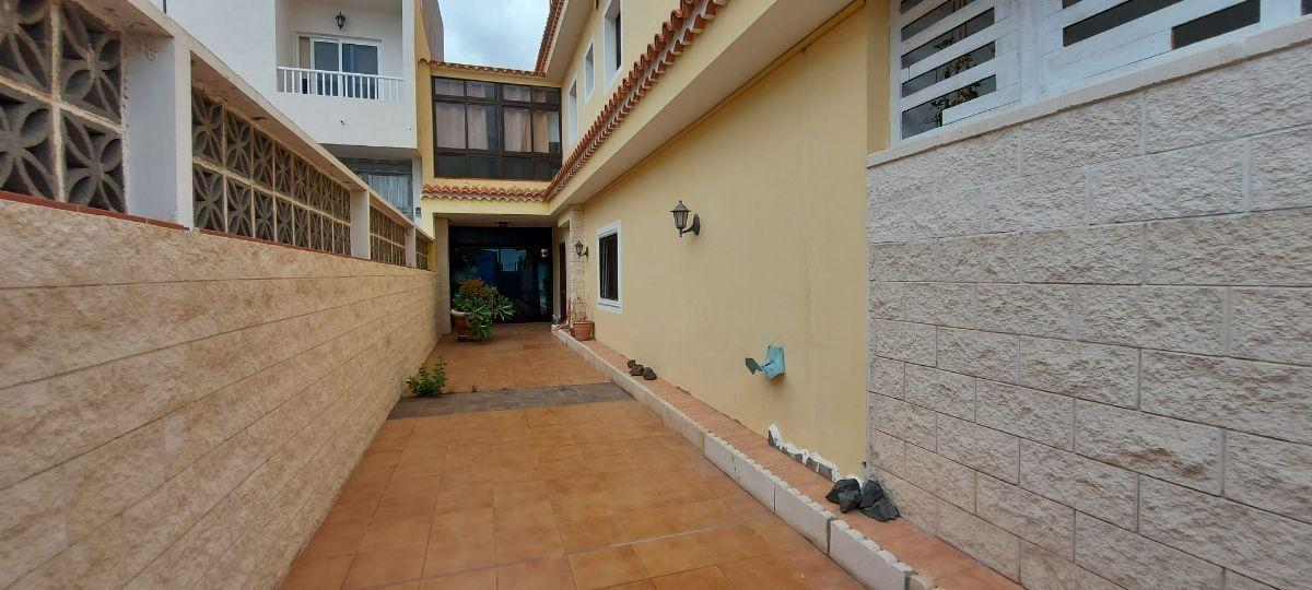 For sale of flat in Arona
