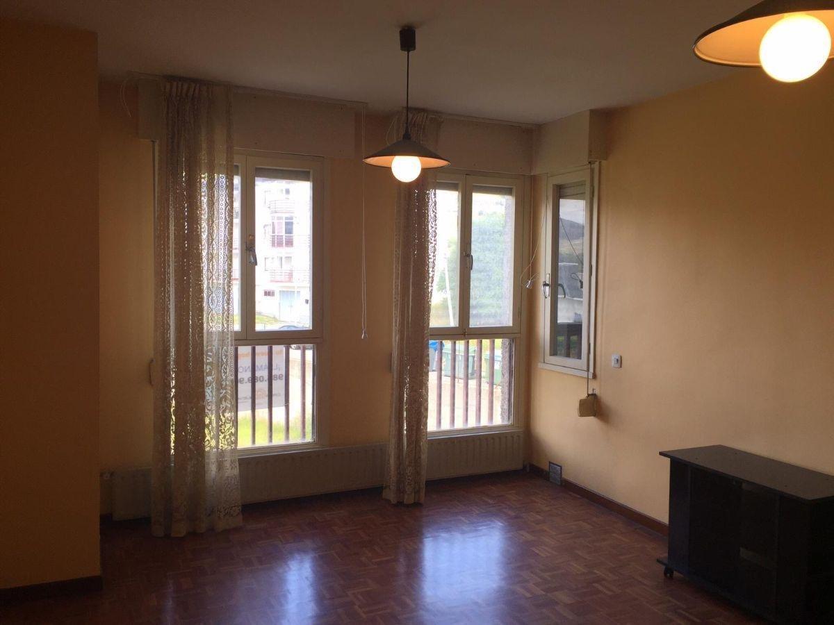 For sale of apartment in Villamanín