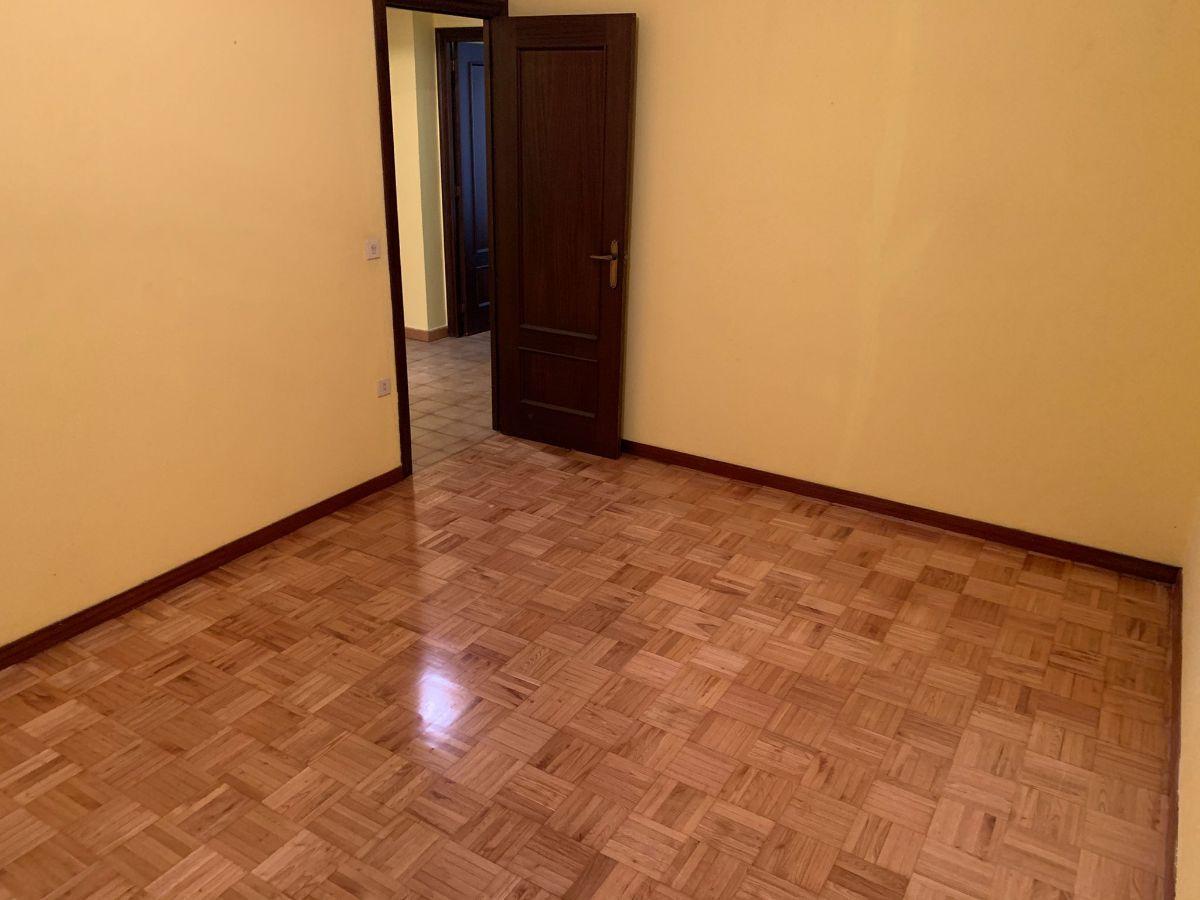 For sale of flat in Siero