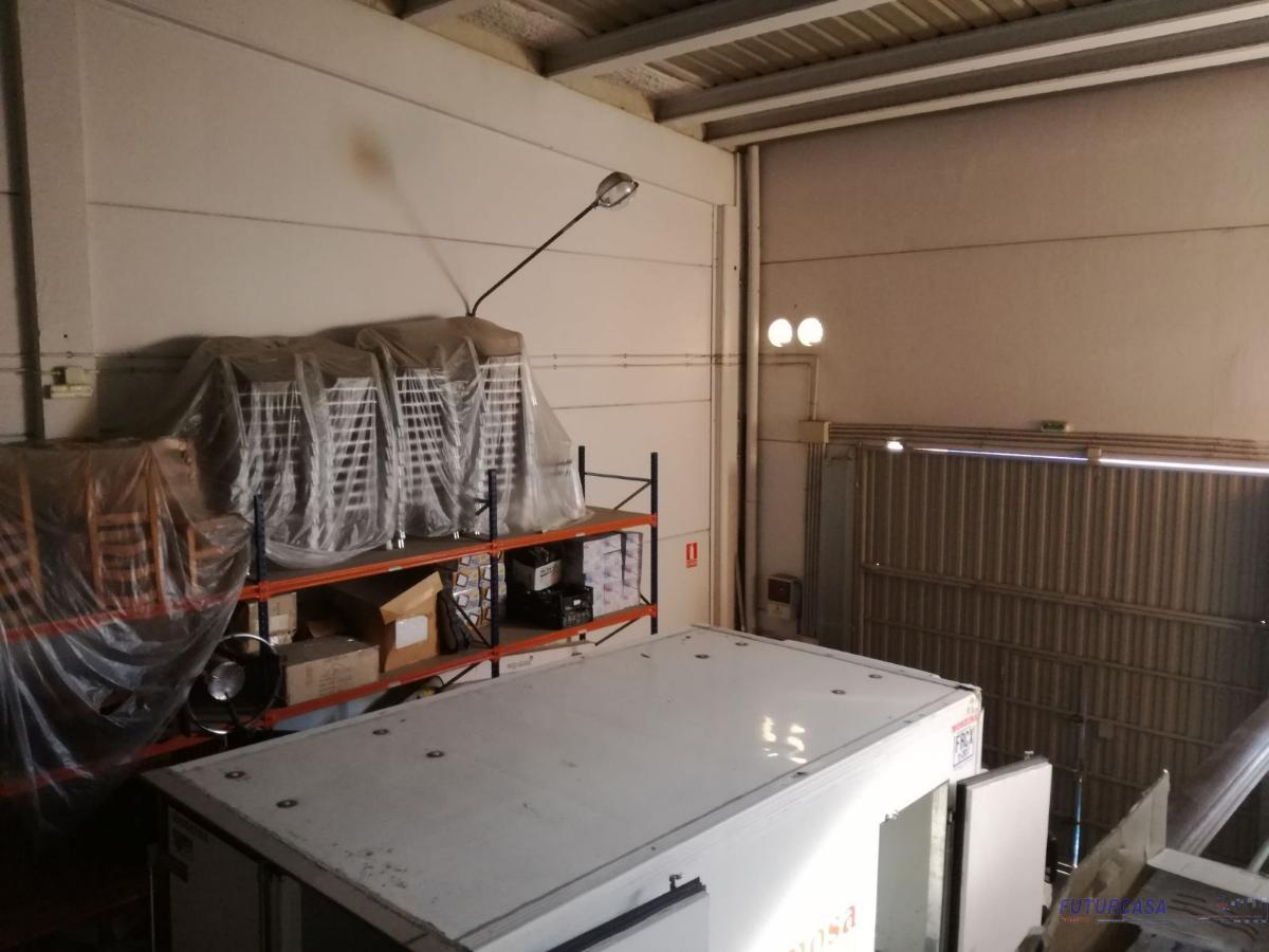 For sale of industrial plant/warehouse in Sevilla