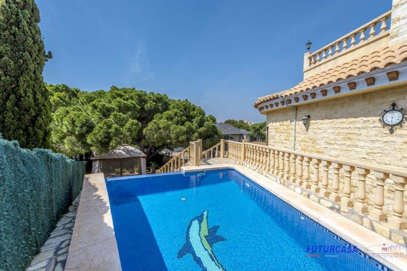 For sale of villa in Orihuela Costa