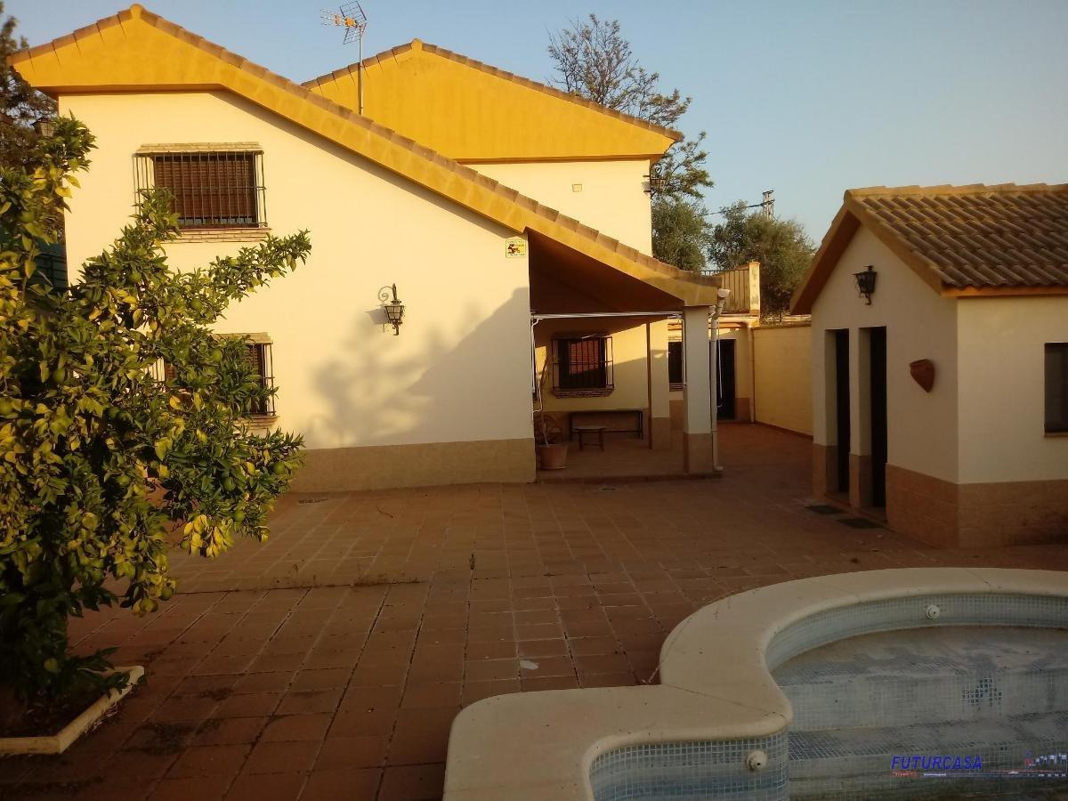 For sale of chalet in Palomares del Río