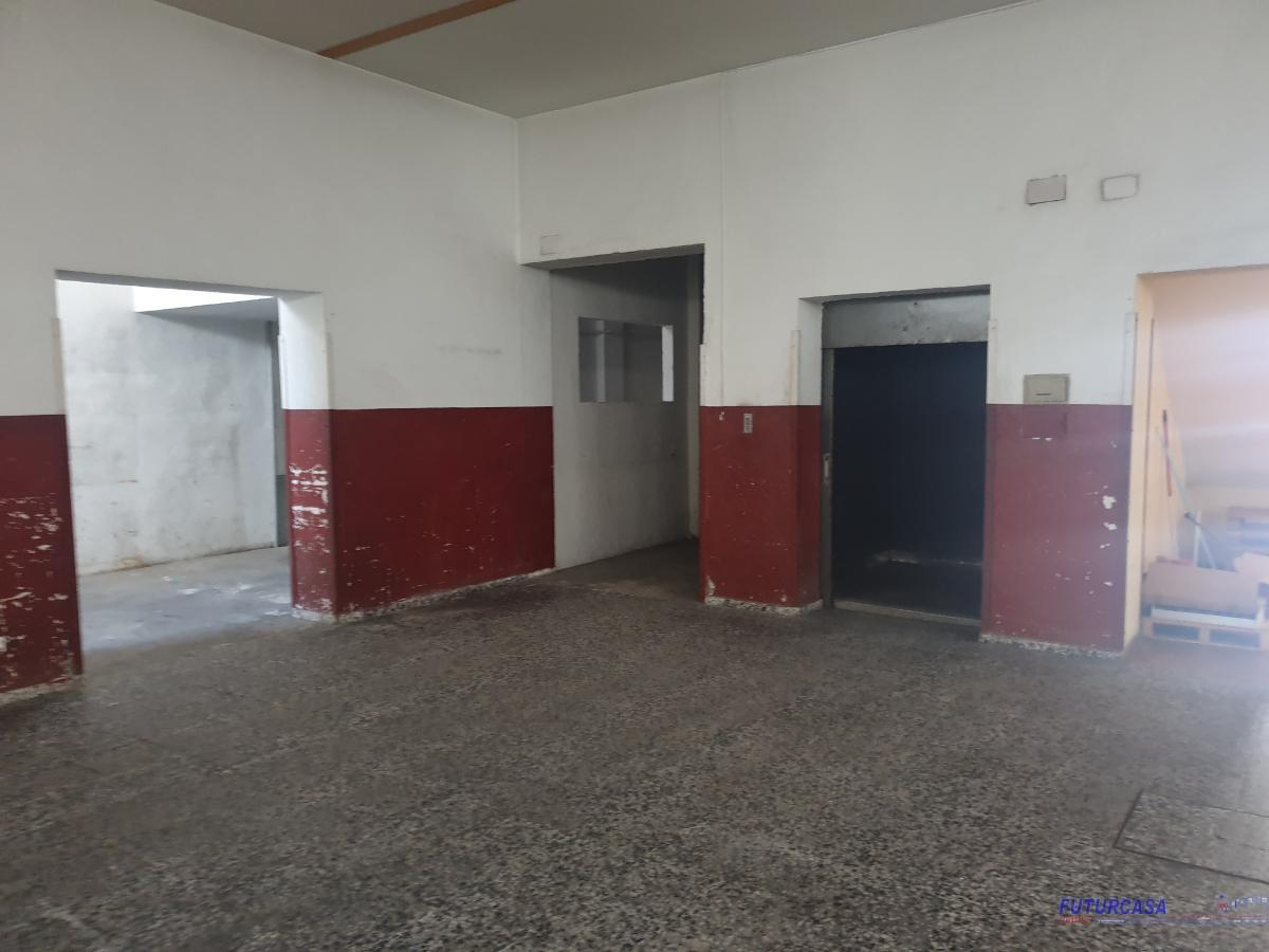 For rent of industrial plant/warehouse in Sevilla