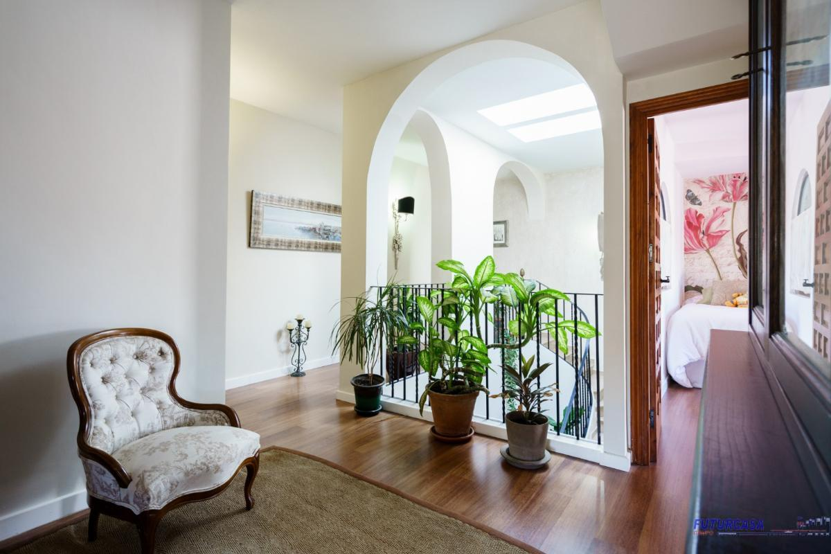 For sale of chalet in Sevilla