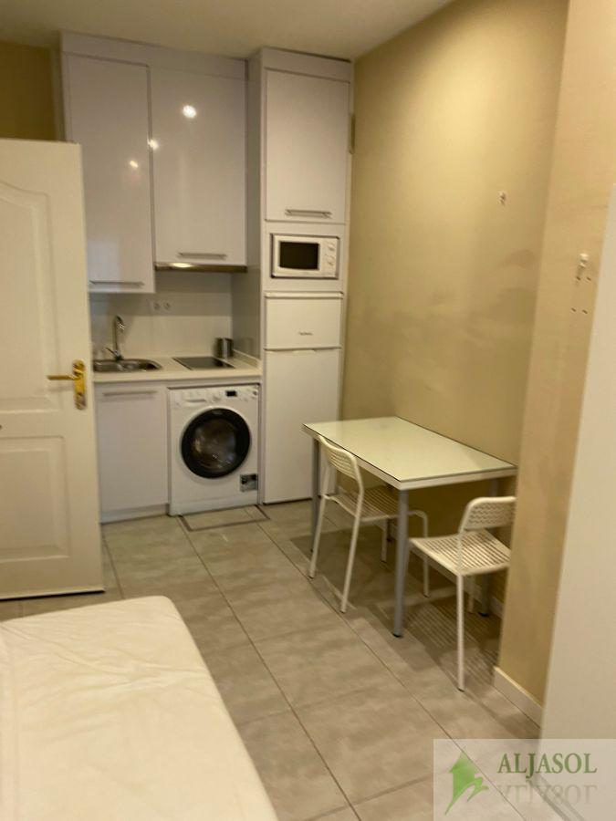 For rent of study in Sevilla