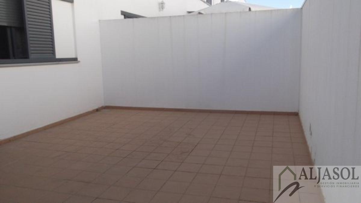 For sale of house in Villanueva del Ariscal