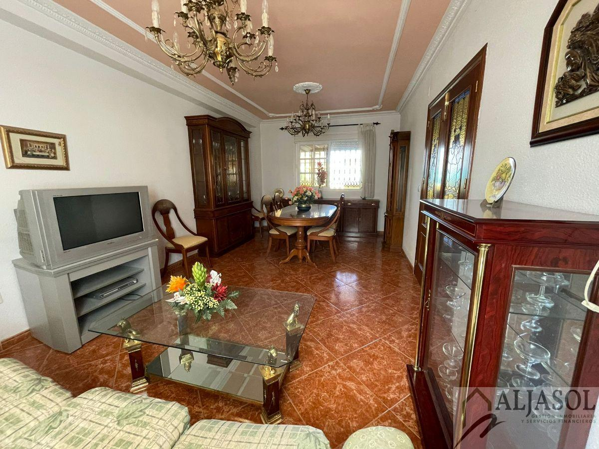 For sale of house in Gines