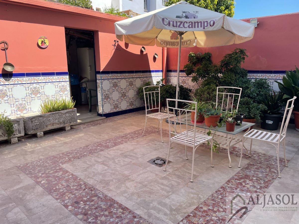 For sale of house in Castilleja de Guzmán