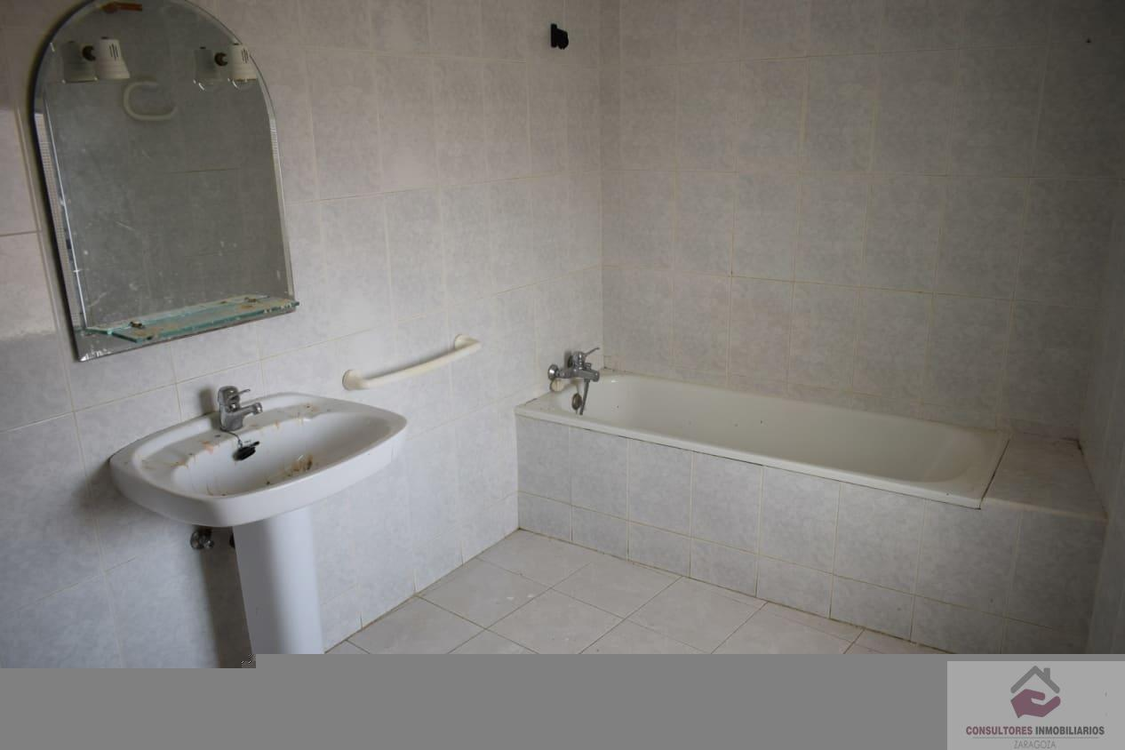 For sale of chalet in Robres