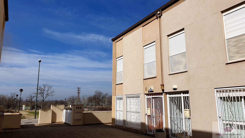 For sale of chalet in Zaragoza