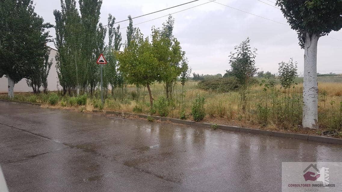Venta de terreno en Luceni