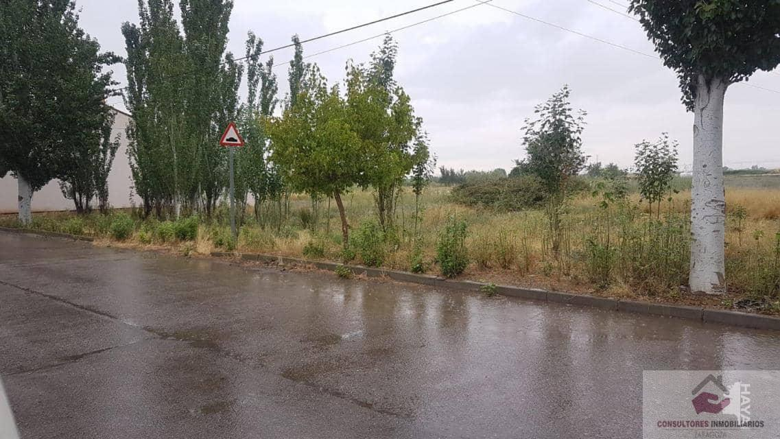 For sale of land in Luceni
