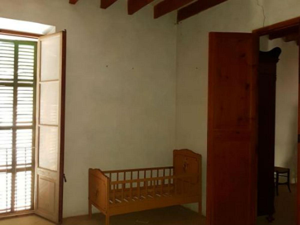 For sale of chalet in Porreres
