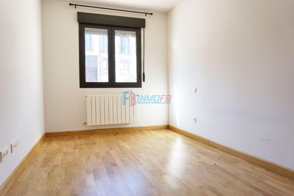 Venta de piso en Torrecaballeros