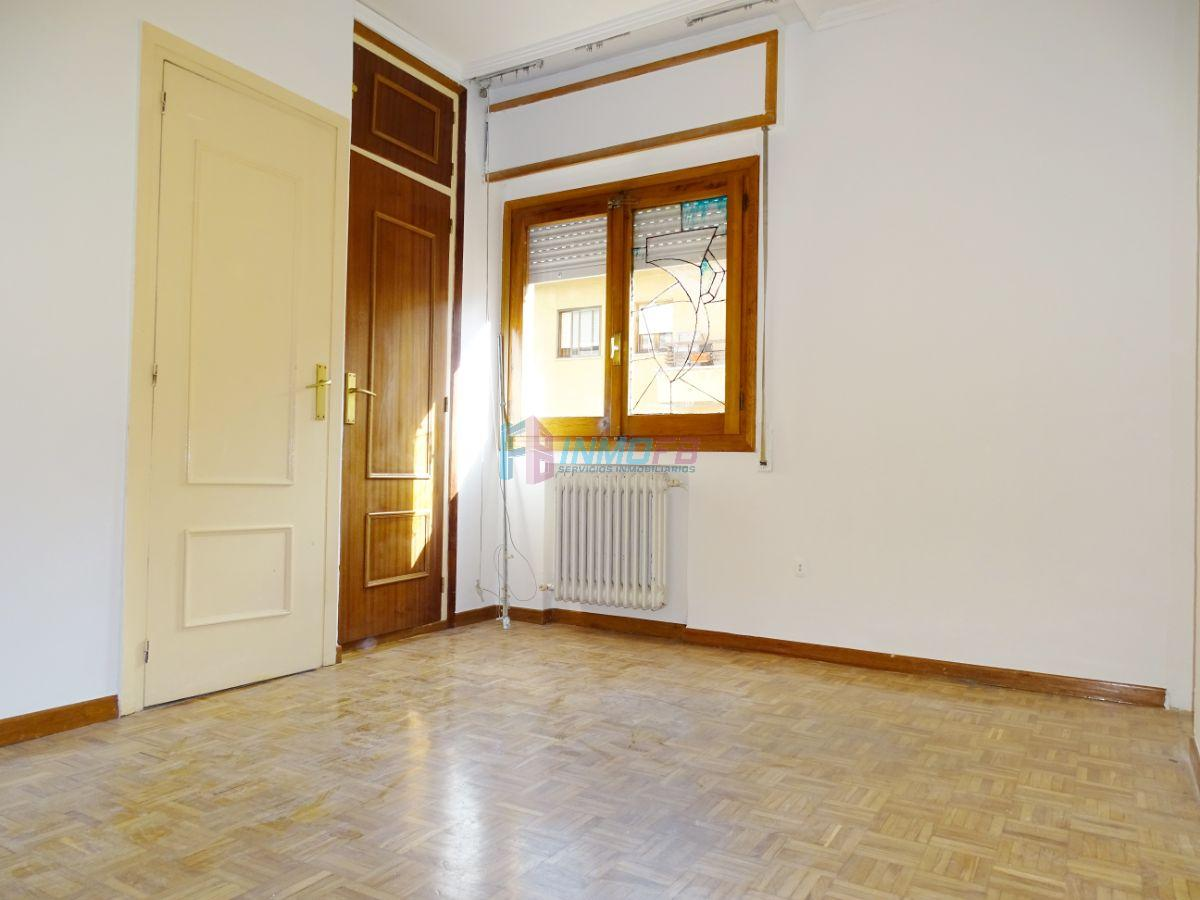 For sale of flat in Segovia