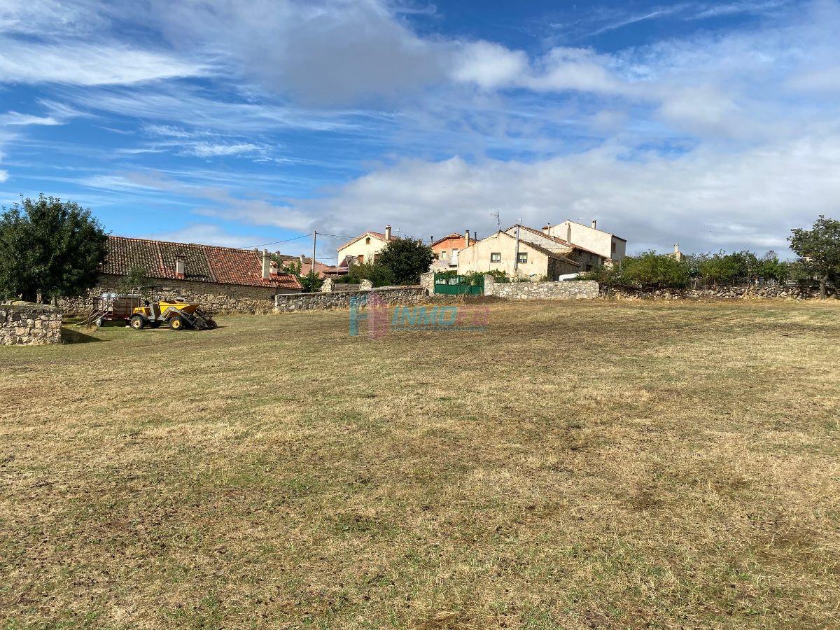 For sale of land in Santiuste de Pedraza