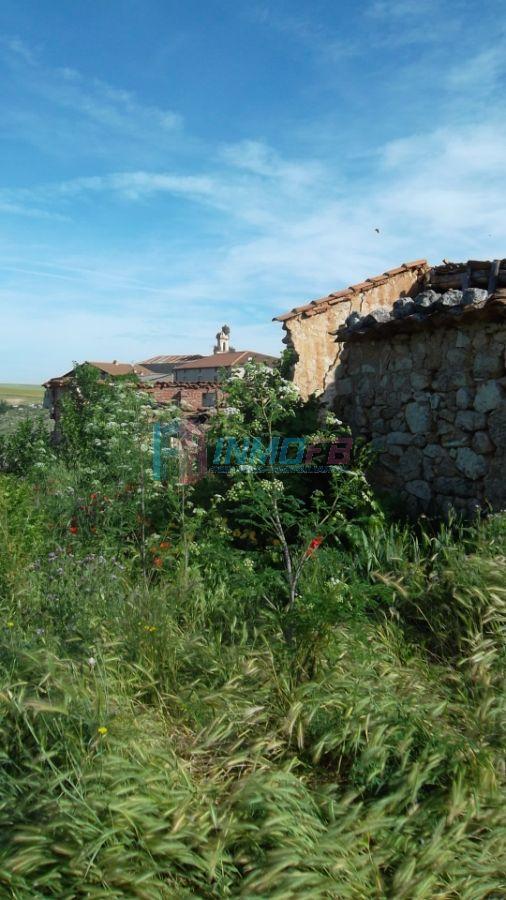 For sale of land in Alconada de Maderuelo
