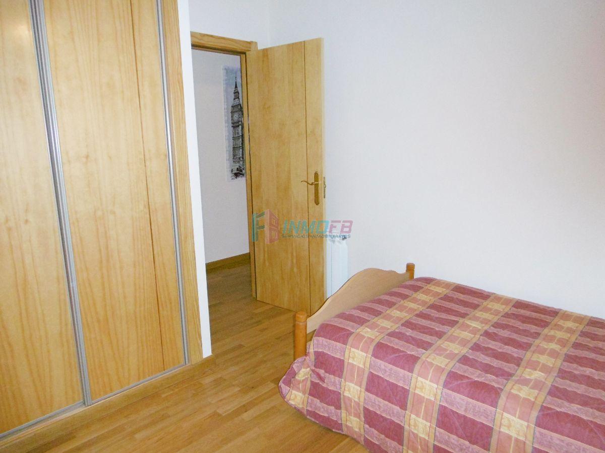 For sale of flat in Valverde del Majano