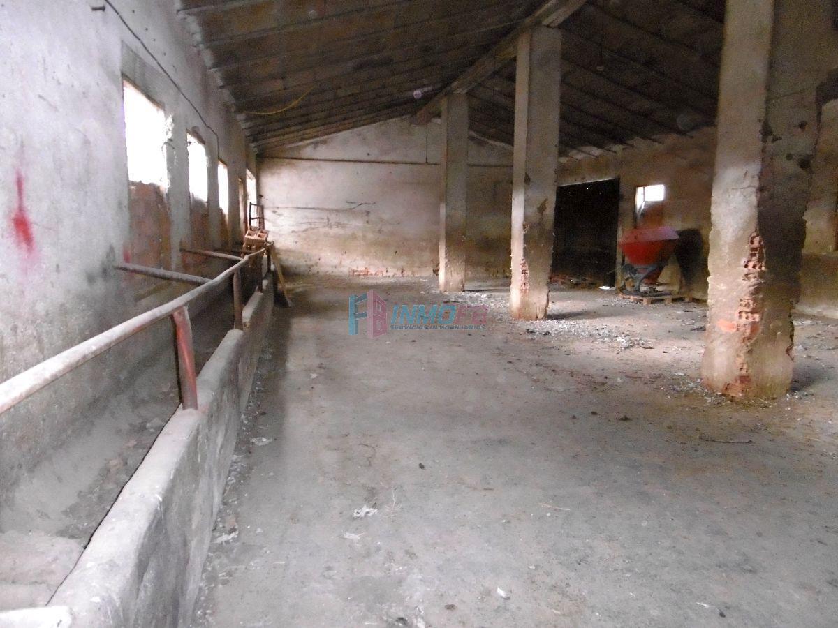 Venta de nave industrial en Garcillán
