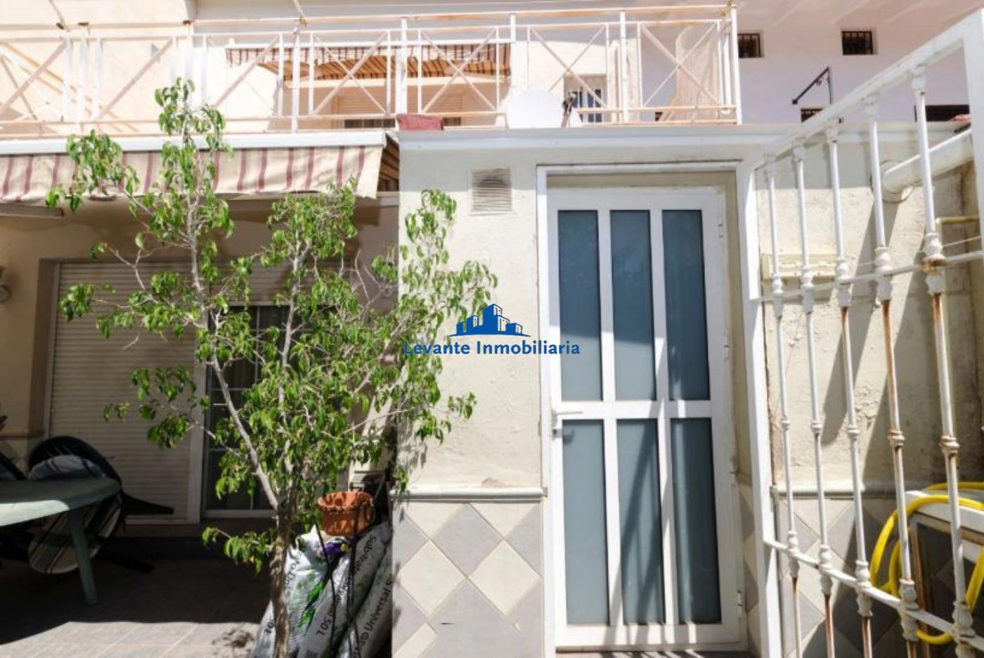 For sale of chalet in Valencia