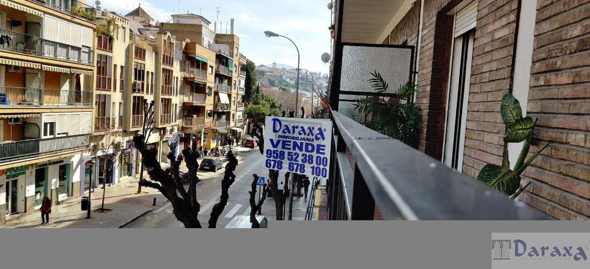 For sale of flat in Granada