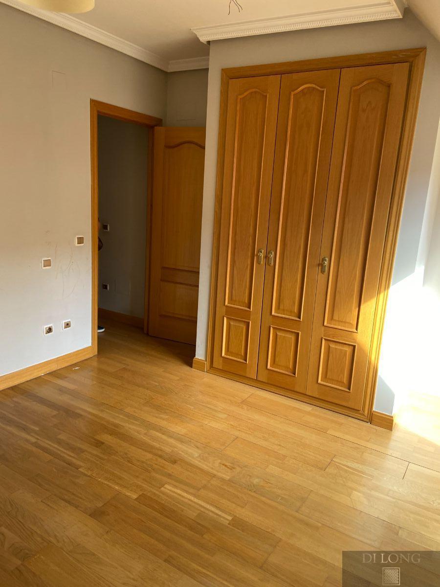 For rent of duplex in Pozuelo de Alarcón