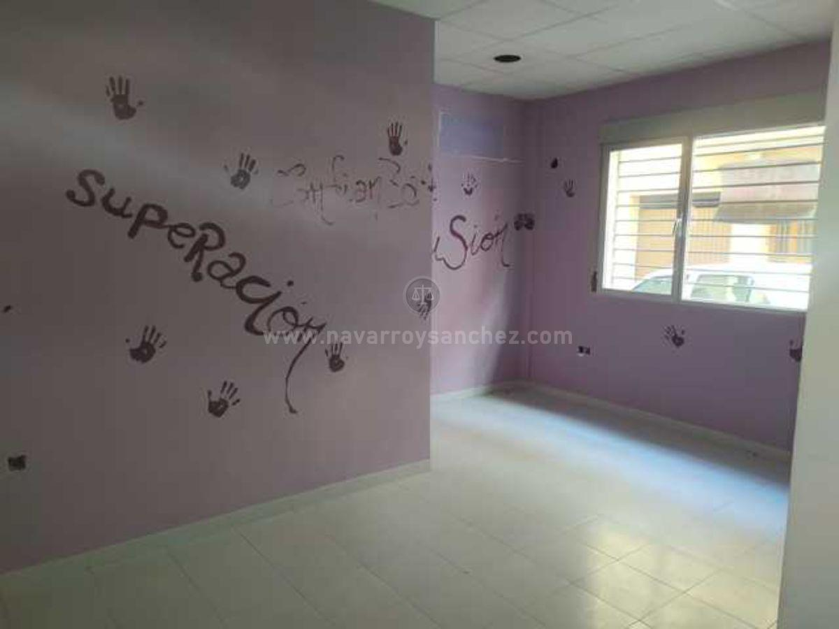 For rent of commercial in Jaén