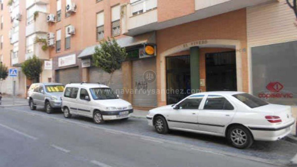 For sale of commercial in Jaén