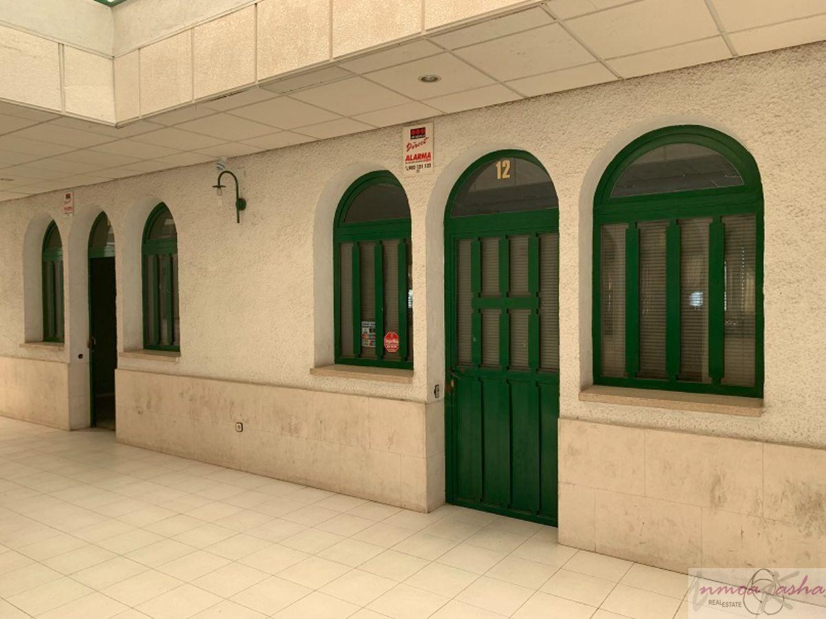 Venta de local comercial en Torres de la Alameda