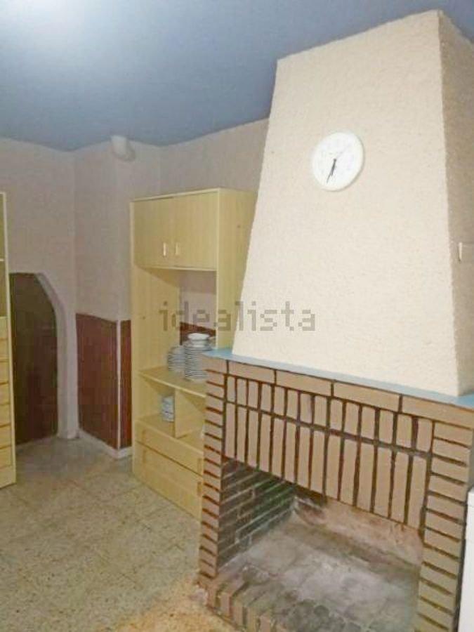 For sale of house in Castellanos de Villiquera