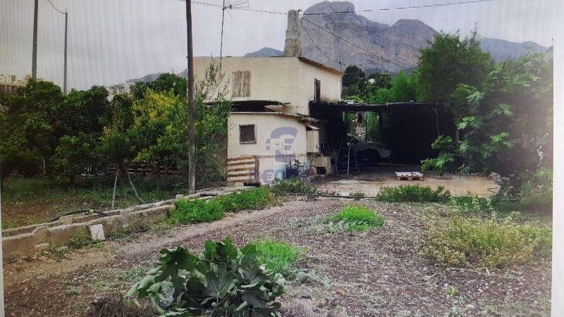 For sale of land in Polop