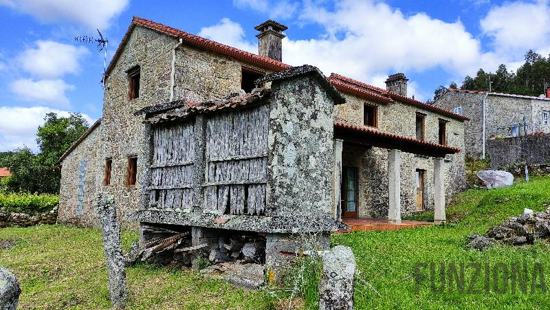 For sale of house in Cuntis