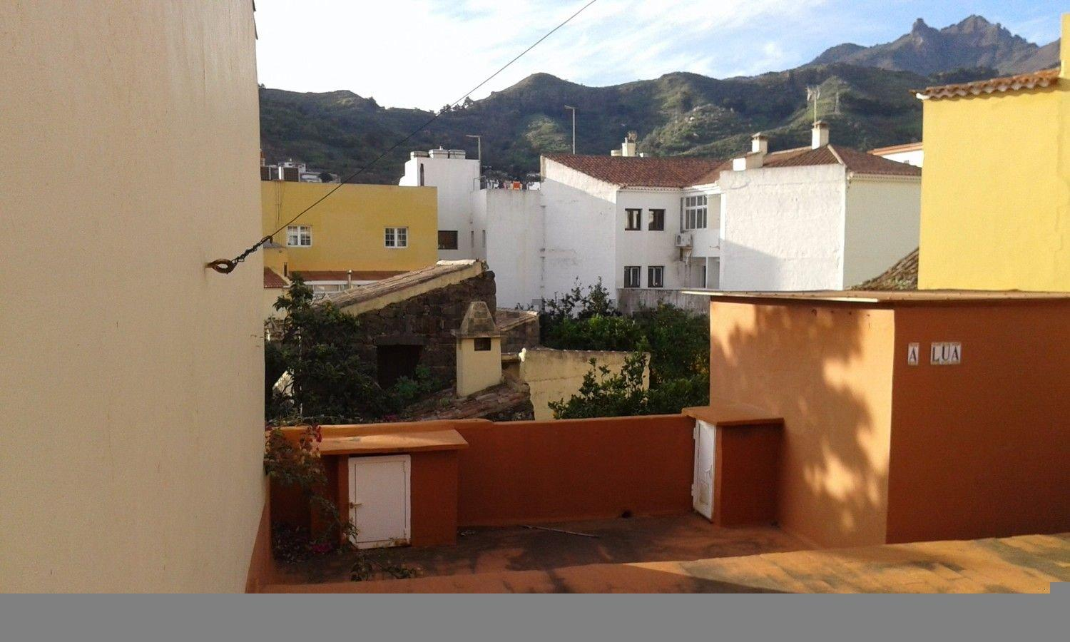 For sale of house in Vega de San Mateo