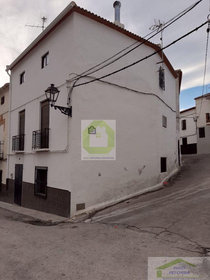 Venta de casa en Guadahortuna