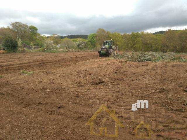 For sale of land in Lugo
