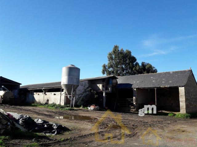 For sale of rural property in Lugo