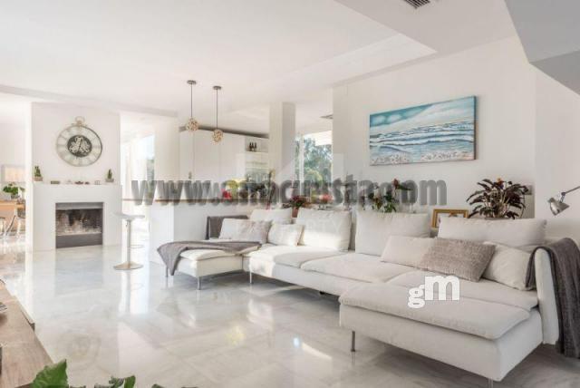 For sale of villa in Nueva Andalucía