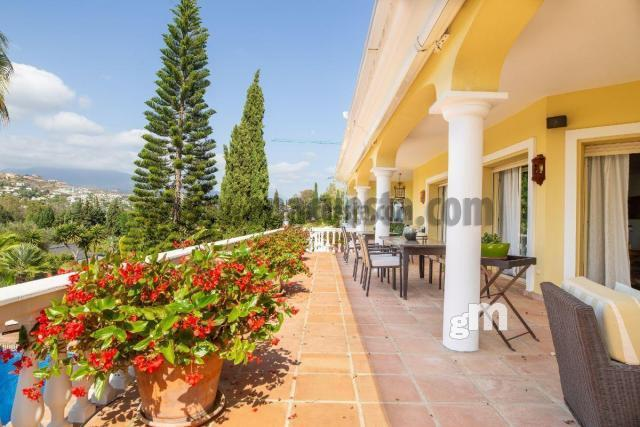 For sale of chalet in Estepona