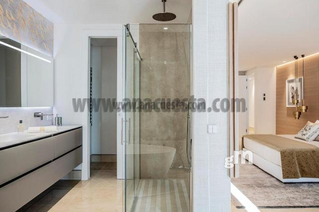 For sale of apartment in Estepona