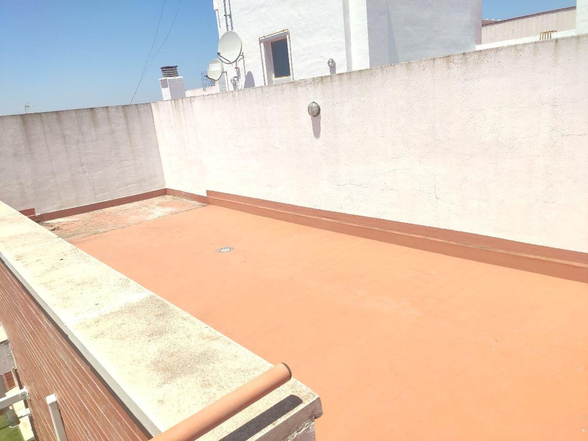 For rent of penthouse in Bormujos